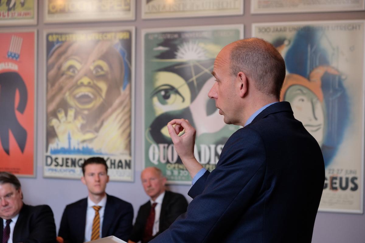Ronald Tinnevelt tijdens zijn lezing voor de Algemene Ledenvergadering van het Thijmgenootschap op 25 november 2017 te Utrecht.
