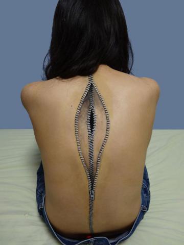 De Japanse kunstenaar Choo-San maakt met acrylverf deze en andere lichaams-aanpassingen.